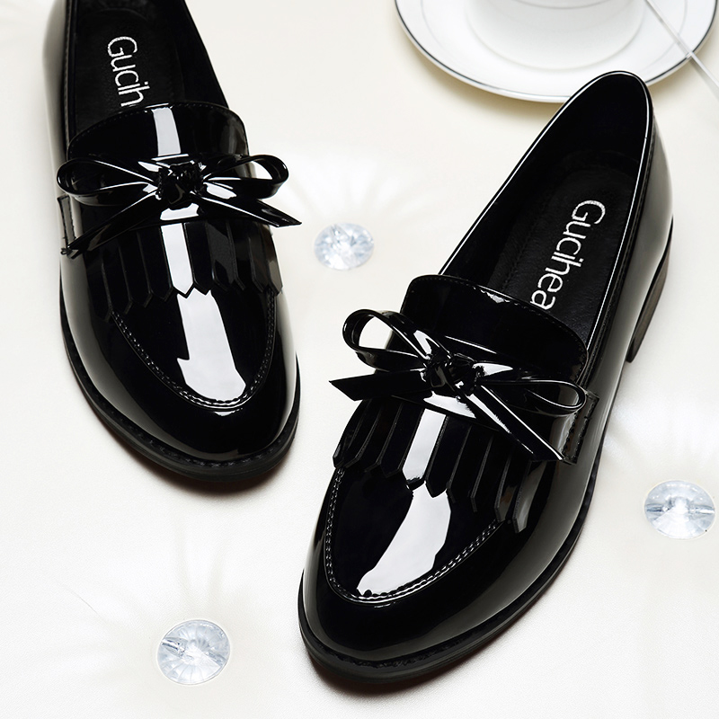Flat-soled working shoes single shoes Spring and Autumn 2019 New Korean version of Baitie lacquer shoes for women in fashion black small leather shoes for women