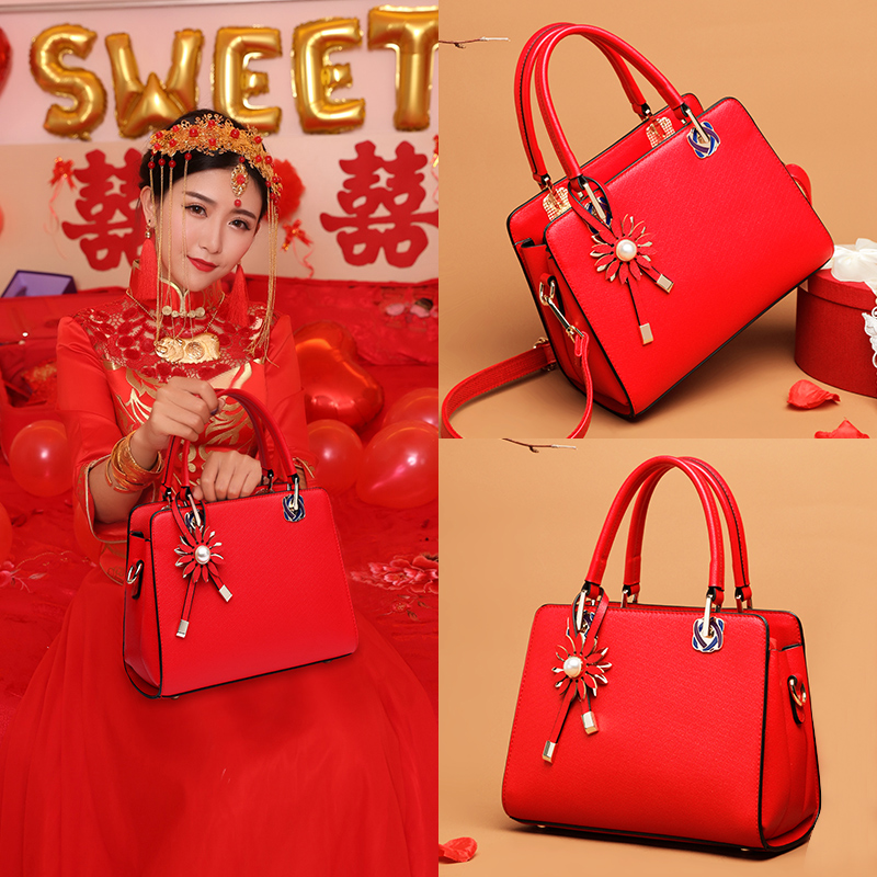 Red Baggage Girl 2018 New Fashion Marriage Bride Baggage Handbag Single Shoulder Crossing Baggage Fashionable Atmosphere