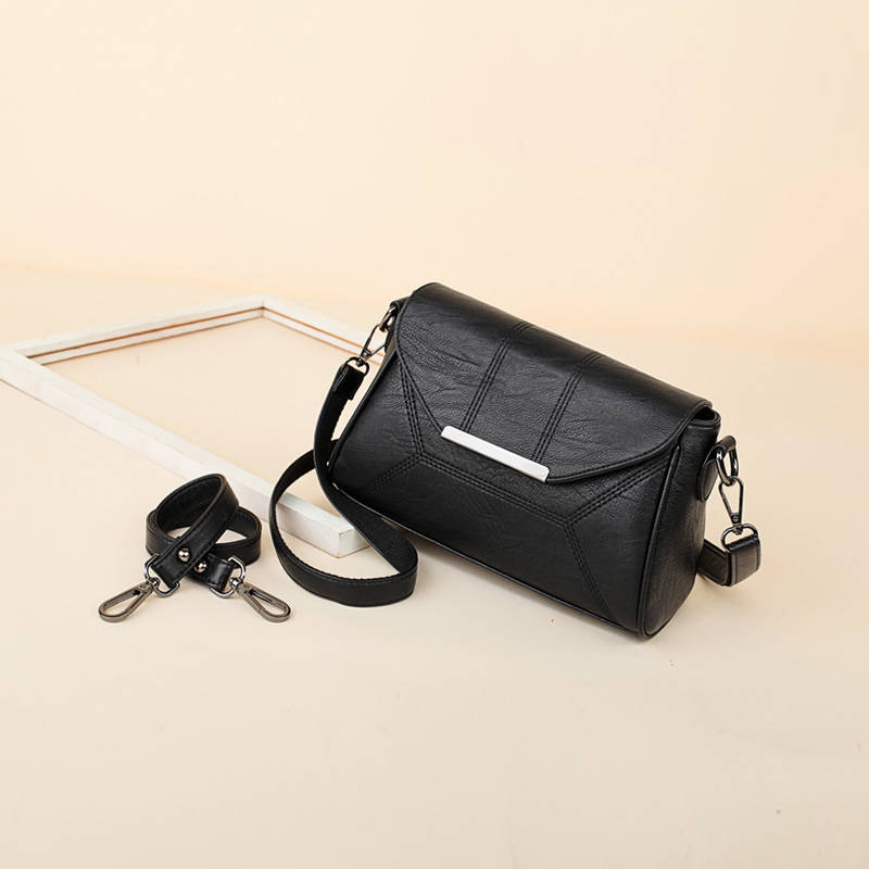 Middle-aged mother pack 2018 new bag shoulder bag female casual messenger bag portable soft leather small bag original design