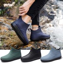 Пользуются осенне-зимний дождь обувь мужчины плюс бархат короткие скольжения воды обувь теплый дождь сапоги низкий топ моды галоши кухня