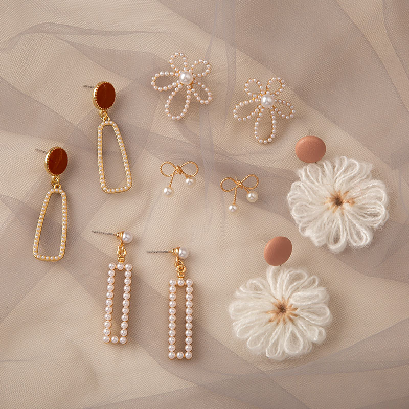 The five-piece set of temperamental earrings female gentle elegant pearl earrings high-level feel nails ins net red earrings