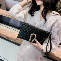 Clutch female 2020 new Korean version of the woven chain bag shoulder oblique cross package wild hand grasping dinner package envelope package