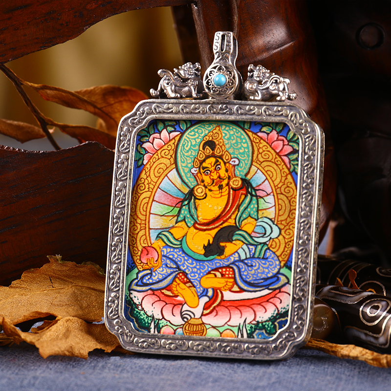 Tibet Tangkazegon hand-painted Buddha card pendant yellow treasure god green degree mother-in-law life Buddha pure silver Gawu box carry-on pendant