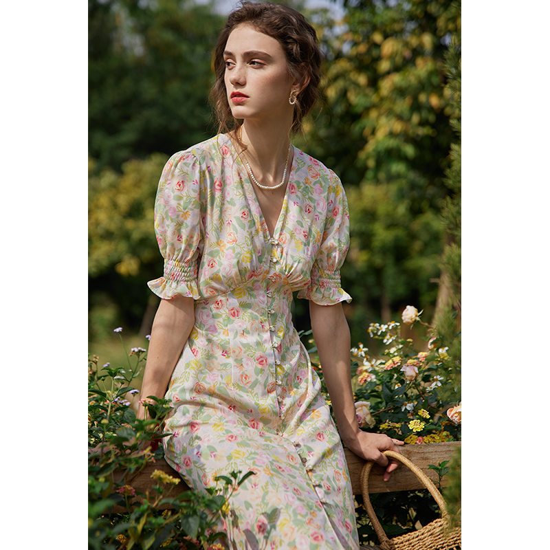 2021 Spring Autumn new shredded flower dress womens long v neck strap French retro gentle wind tea skirt