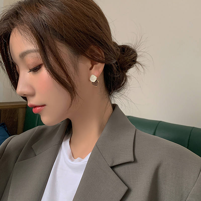 Korean temperament high-level earrings mesh red bump ear needle female simple cold wind pure silver earrings 2020 new trend