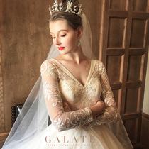 Drag the tail to the Princess dream Palace Luxury vintage wedding dress