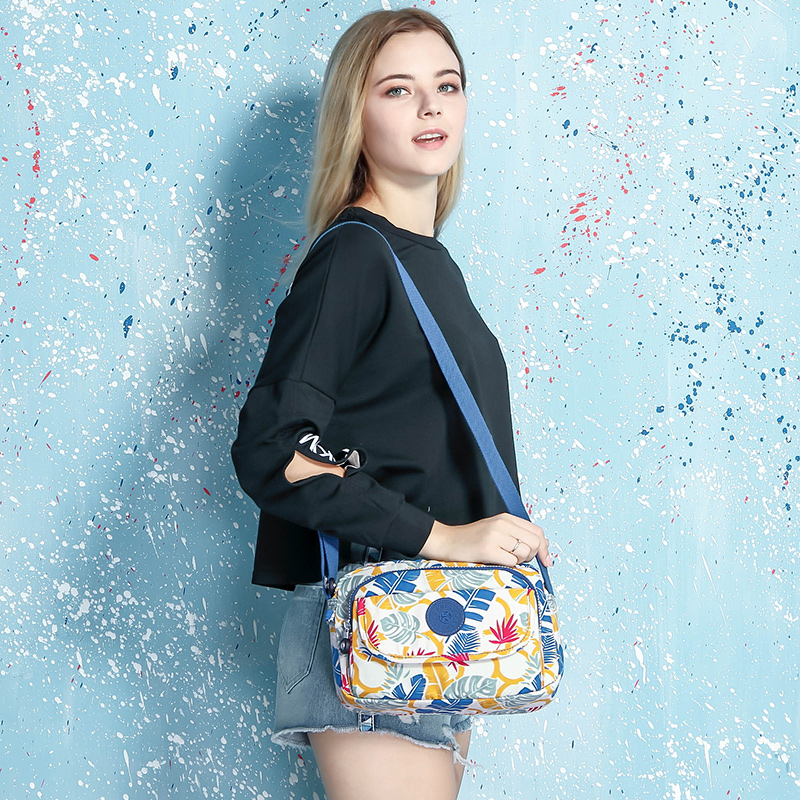 Canvas bag female 2018 new wave wideband Messenger bag simple wild middle-aged mother bag waterproof shoulder bag