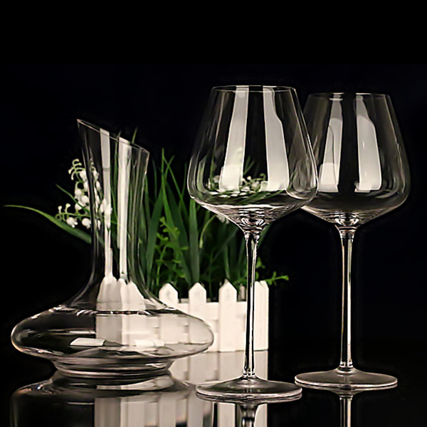 No bubbles in the body, no seams in one piece, wine glass, burgundy, large cup, crystal wine glass