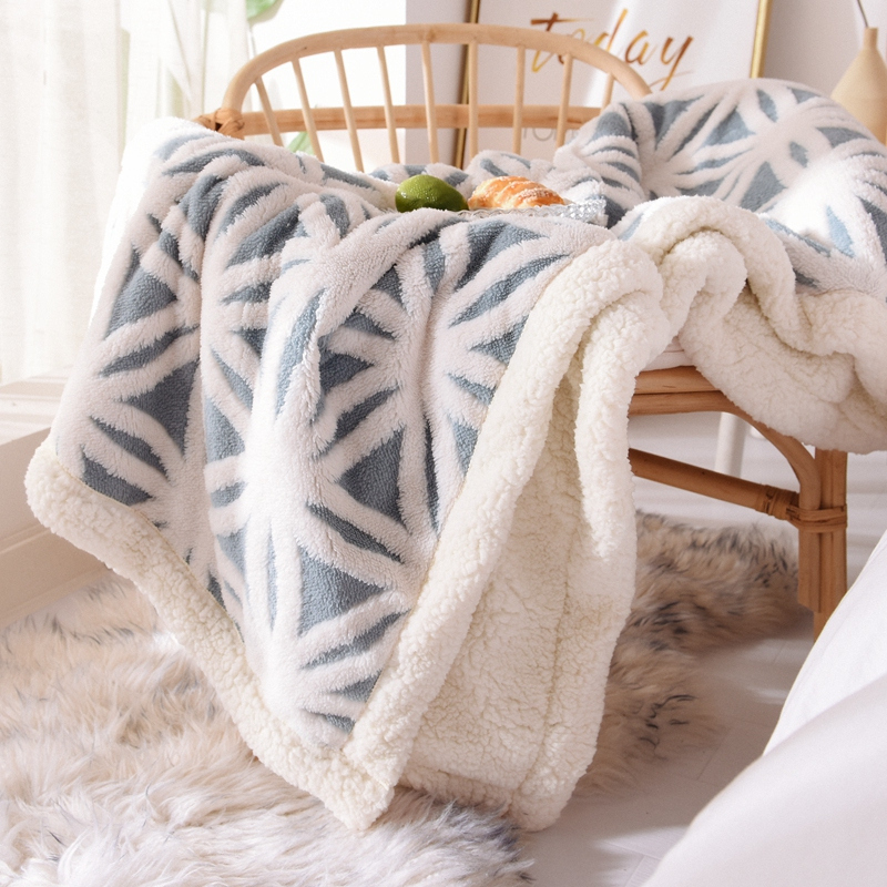 Blankets are double-layered thickened winter warm single nap cover blanket coral velvet blankets with frankince cushions 牀 sheets