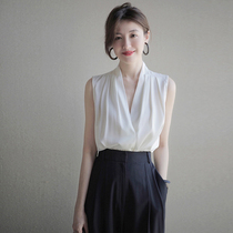 UMOOIE sense of value heavy laminated sleeveless silk shirt blue and white two-color into