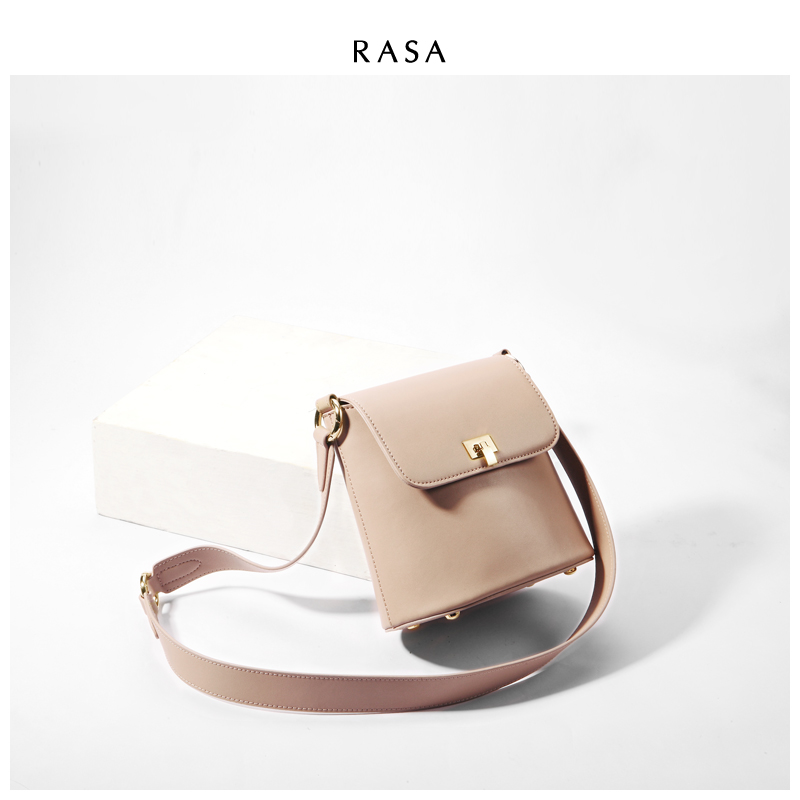 Bucket ladies 2019 new Korean version of simple light retro wide shoulder strap single shoulder bag carrying lady bag oblique Bag