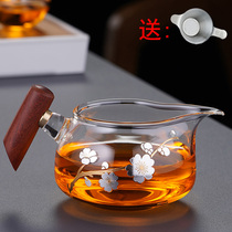 Thickened heat-resistant glass fair cup Pear solid wood side handle Tea Sea Gongfu tea with tea separator Wooden handle Male cup tea filter