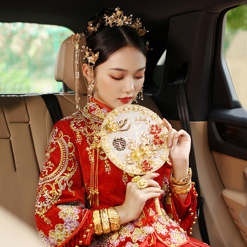 Bride fan wedding happy fan wedding out of hand holding flowers Chinese wedding hand-to-hand show DIY double dough fan