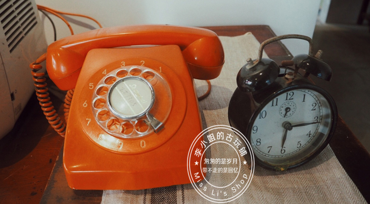 Old-fashioned old objects Dial turntable Telephone Restaurant bar decoration collection nostalgic photography props Ornaments