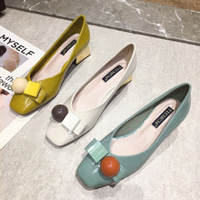 Hong Kong fashion brand thick heel single shoe women's new spring / summer 2020 square head light mouth candy color British style medium heel leather shoes