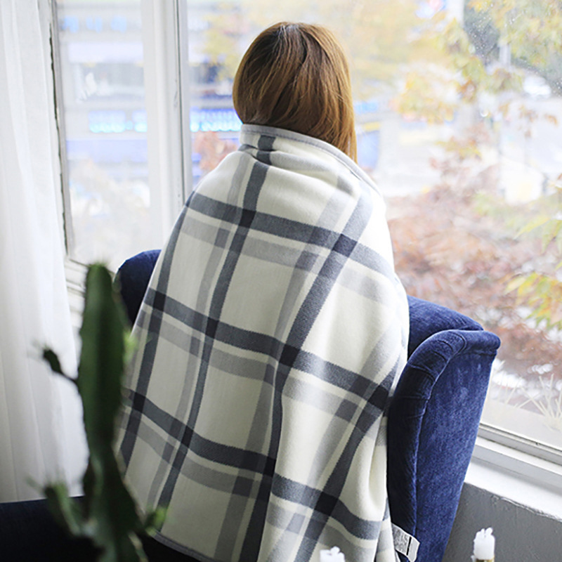 Small blankets are thickened with winter single-person office nap blankets with shawl cover legs for a wearable cape lunch break blanket