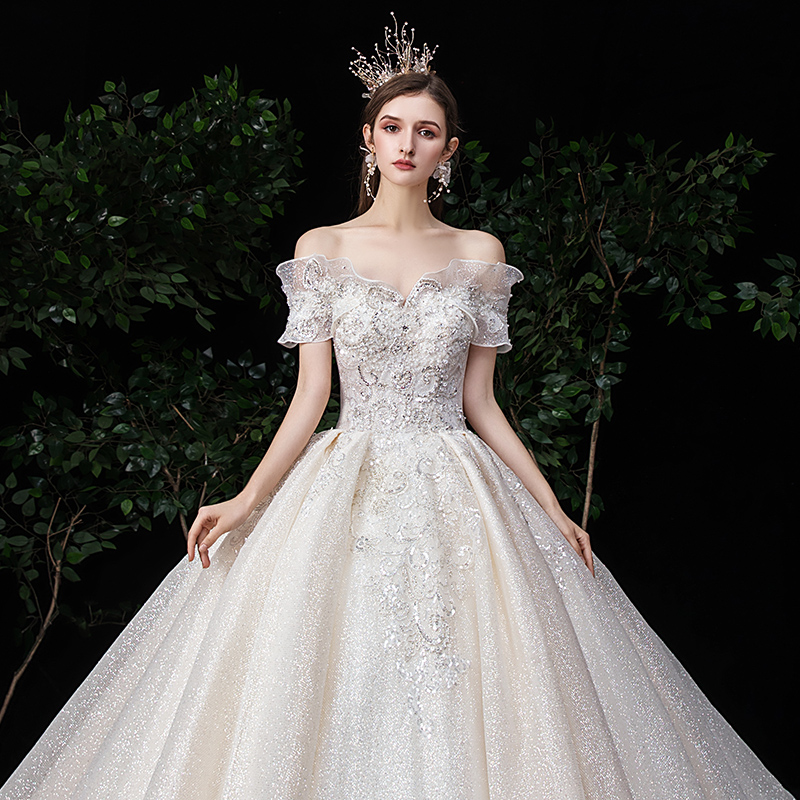 Main bride tiktok 2020 new European style bride's shoulder type French Sen super fairy dream sky sky trembling net red tail
