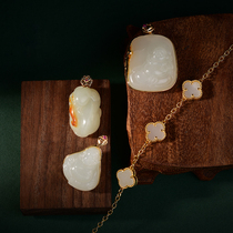 Muhuang jewelry store:18k gold inlaid natural Hetian jade pendant hand carved jade pendant live