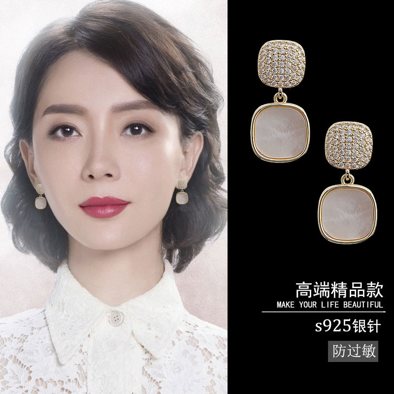 Vintage earring temperament high-level atmospheric pure silver stud womens 2021 new trendy Korean cold wind net red earrings