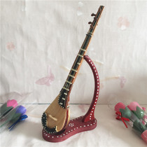 The special ethnic musical instruments and handicrafts of The home decoration ornaments of The special gifts of the piano are set up in Xinjiang
