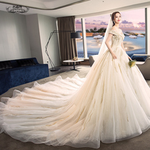 Shoulder long tailing skinny Halter Princess dream wedding gown.