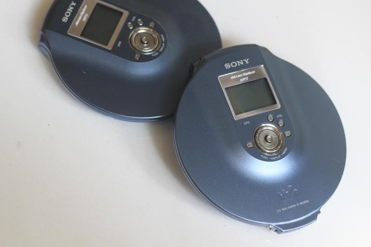 [Secondhand products]SONY Sony CD player Japanese model black and blue D-NE900 (NE830 NE20 NE730 NE)
