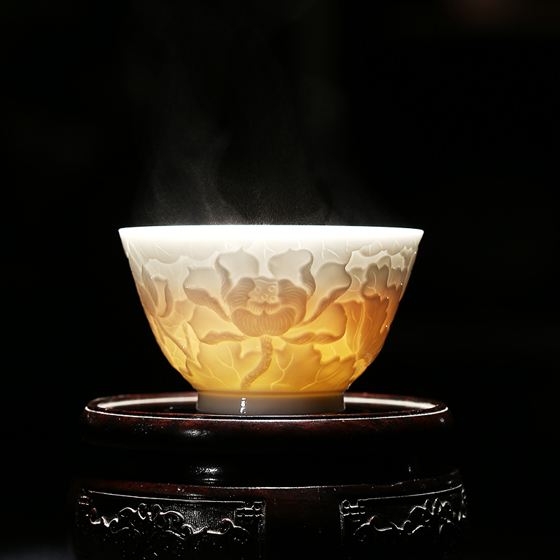Li Zuhua intangible cultural heritage inheriter embossed lotus cup tasting cup