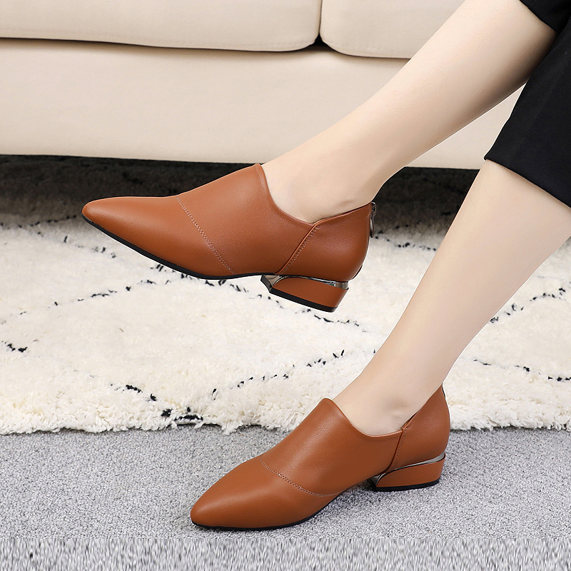 New Spring Single Shoe Female Genuine Leather Korean Version Baitai Medium-heel Small Leather Shoes Spring and Autumn Large Size Female Shoes 41-43