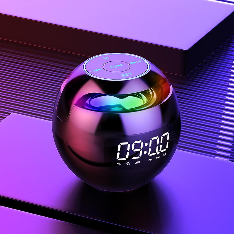 Les étudiants électroniques de réveil emploient le garçon spécial de dessin animé de chevet intelligent de chambre à coucher de volume élevé d'horloge de multifon