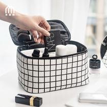Grid makeup bag 2020 new super-fire women ins windpu large-capacity travel cosmetics collection bag multi-functional.