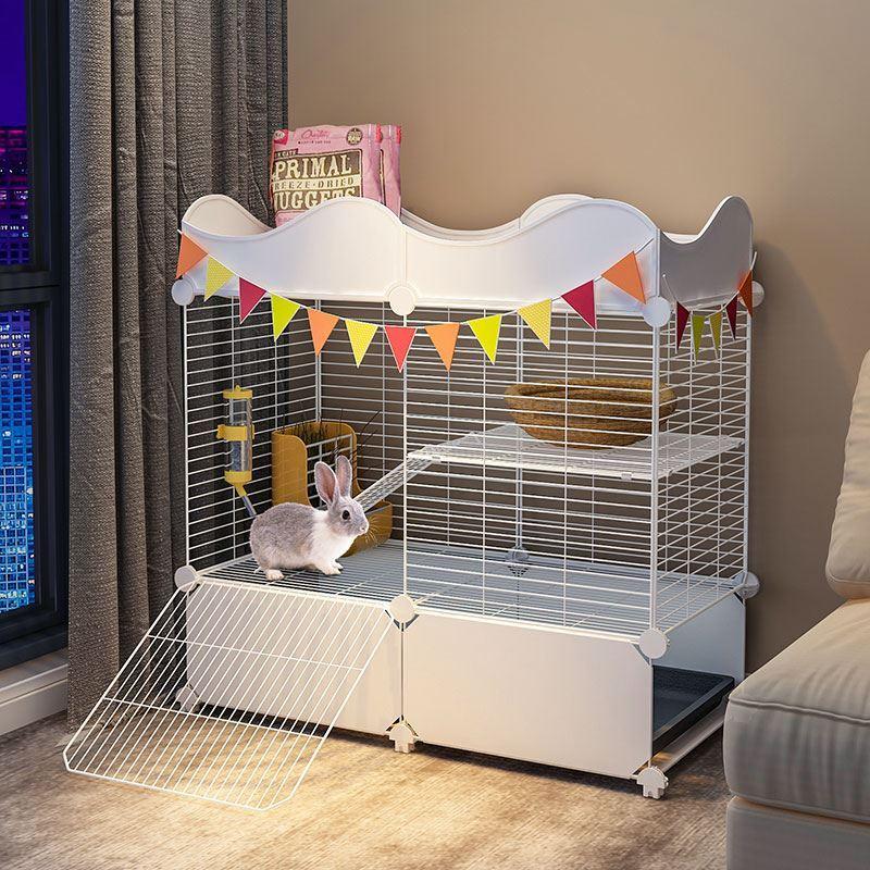 Клетка кролика клетка кролика клетка дома с большими прочными домашними животными перегородки сельского хозяйства на открытом воздухе негабаритных свободного пространства
