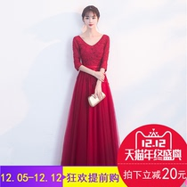 The red winter banquet fashion V leads to the thin Princess