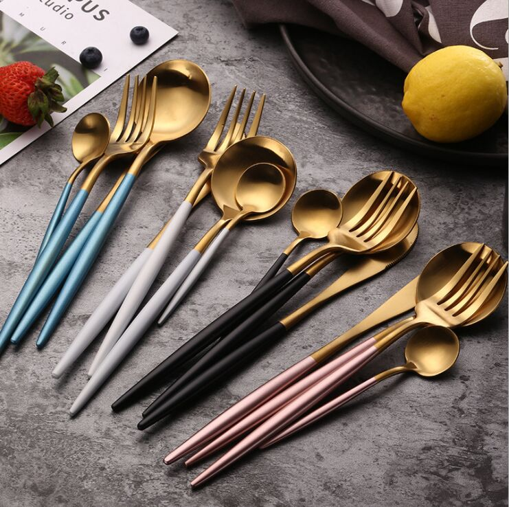 Shi kitchen famous door 304 stainless steel steak knife and fork two or three sets Western tableware full set of net red knife fork spoon