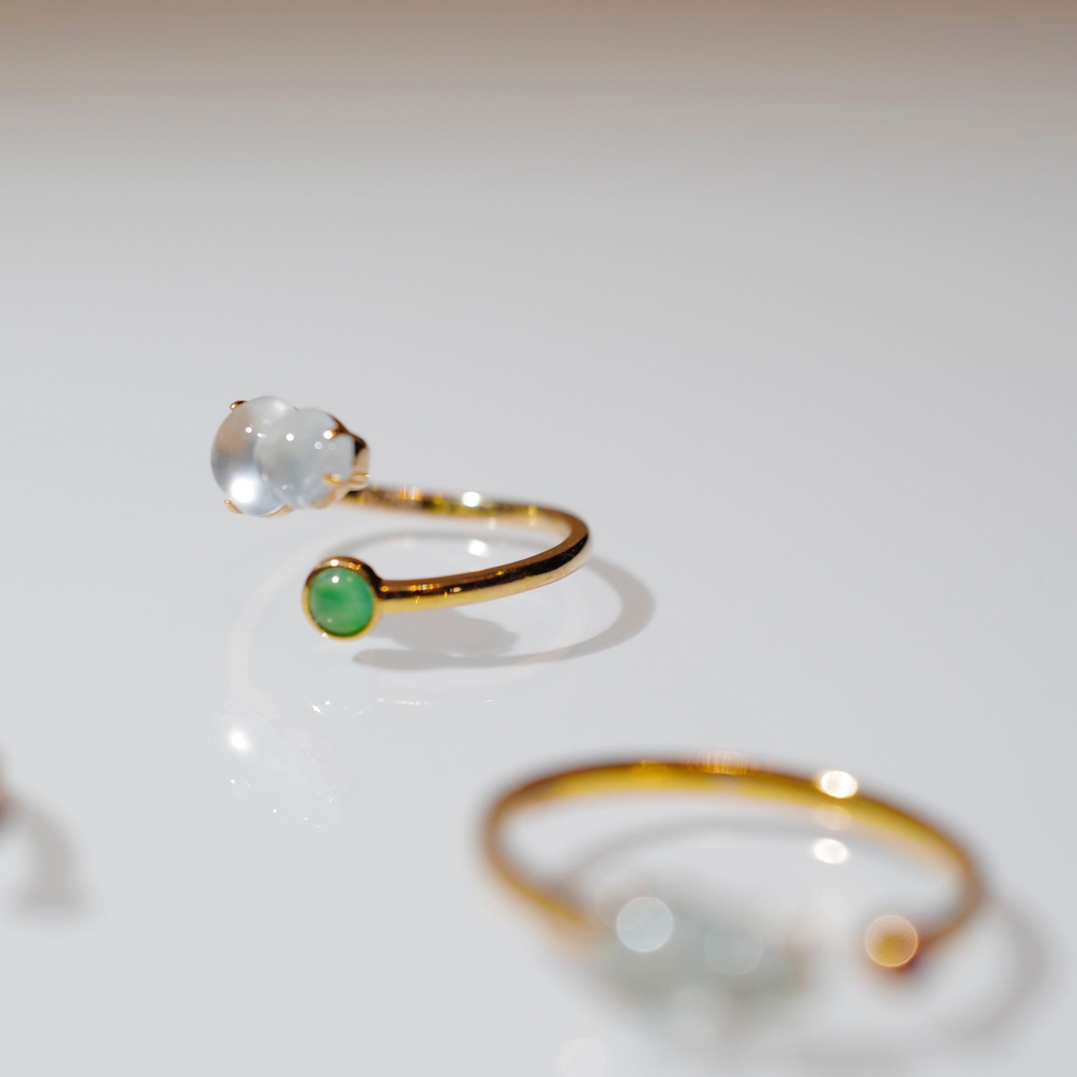 Il s'agit certainement d'une espèce de glace de jade bien-être flottant anneau de gourde fleur 18k tache d'or