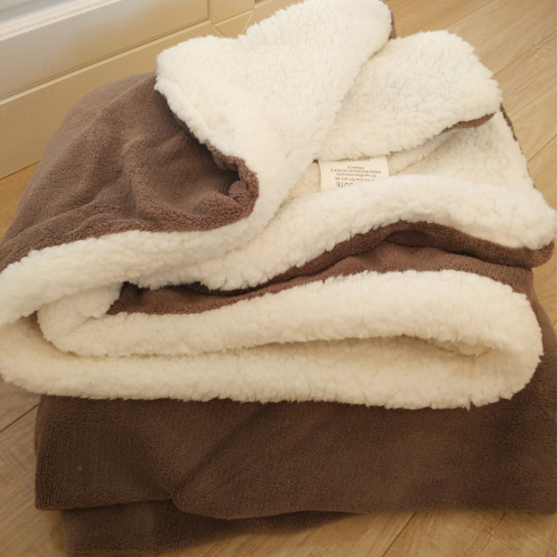 The frankins fluff blanket is thickened in winter牀 single coral suede lambs snood blanket office is thickened with double layers of sy