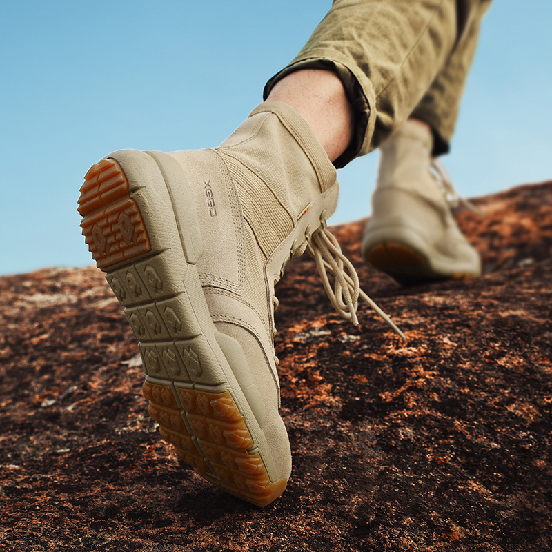 Outdoor hiking shoes female high gang couple desert boots men light breathable anti-slip wear-resistant sports travel hiking boots