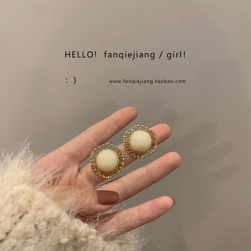 Coréen senior sens boucles doreilles rétro Hong Kong vent Hepburn tempérament français 2021 nouvel article marée net rouge automne et hiver boucles doreilles