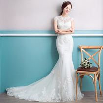 The waist and tail of a word shoulder show thin tail round neck wedding dress