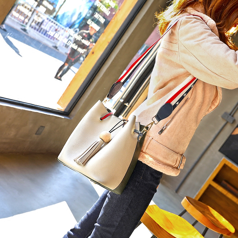 Texture bucket bag 2018 new fashion one shoulder broadband Korean version of the female bag wild portable Messenger bag large capacity