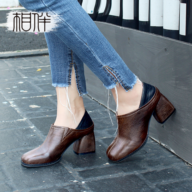Accompanied by 2018 spring and autumn new leather women's shoes handmade retro commuter deep mouth shoes fashion high-heeled comfortable square head shoes