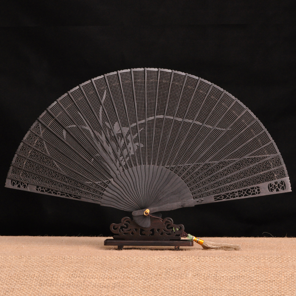 Black sandalwood and mahogany fan folding fan Chinese wind sent gifts to foreigners Sandalwood fan decoration craft fan