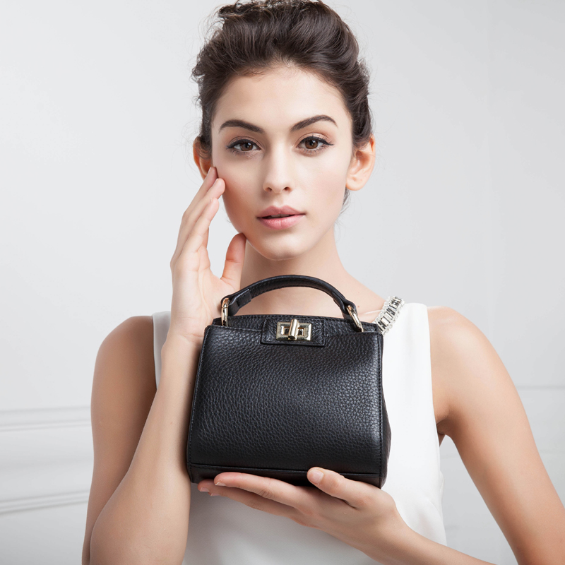 In summer, pure leather mini-bags are all made of cowhide, lady's bags are inclined, lady's handbags are small leather, lady's soft leather, lady's handbags are small.