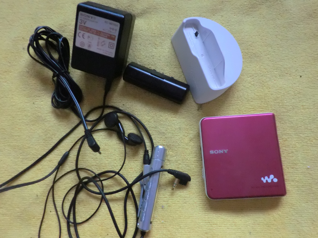 Sony MZ-E630 classic MD Walkman, pink 92 new, complete set of accessories