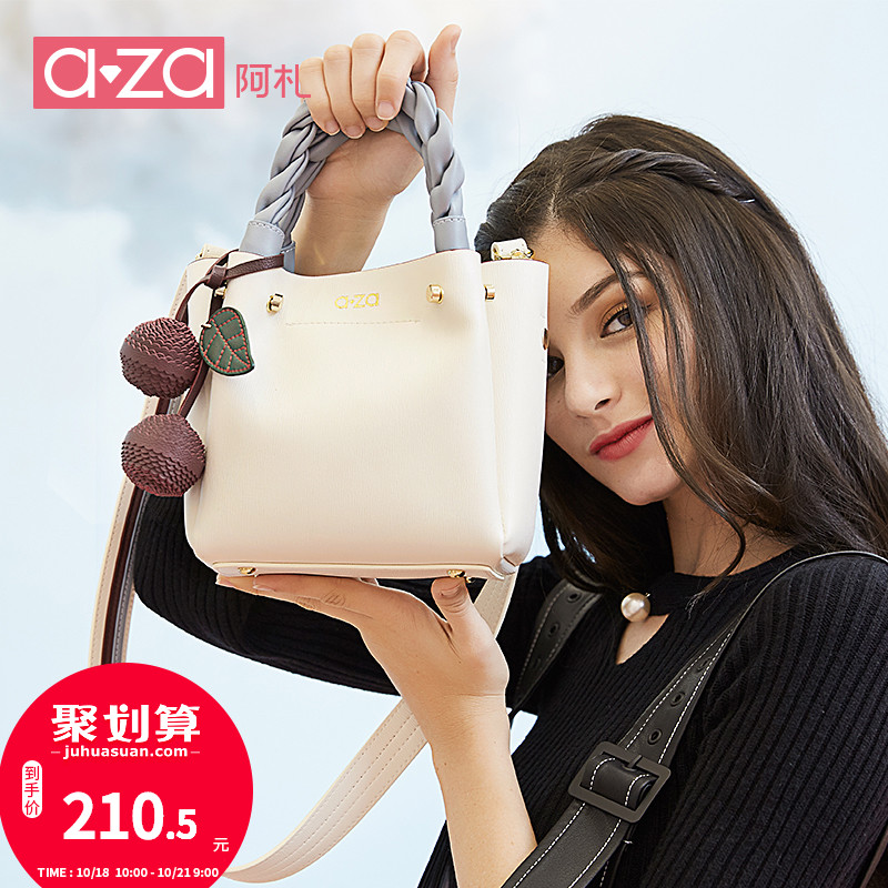 Chic small bag female new female bag fashion portable bucket bag Sen small bag Korean version of the wild shoulder Messenger bag