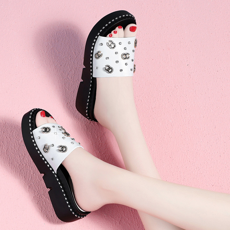 Shoe Woman 2019 New Net Red Shoes Outside Slippers Women Wearing Fashion Thick-soled Flat-soled Sandals Outside Summer