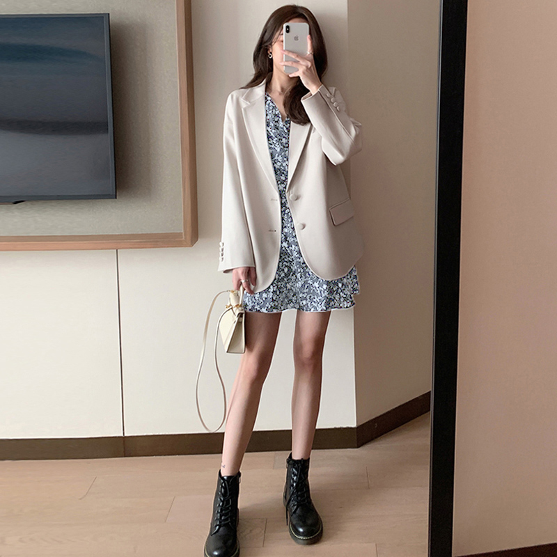 Small blazer women 2021 spring new Korean version of the popular British style blouse net red short white suit