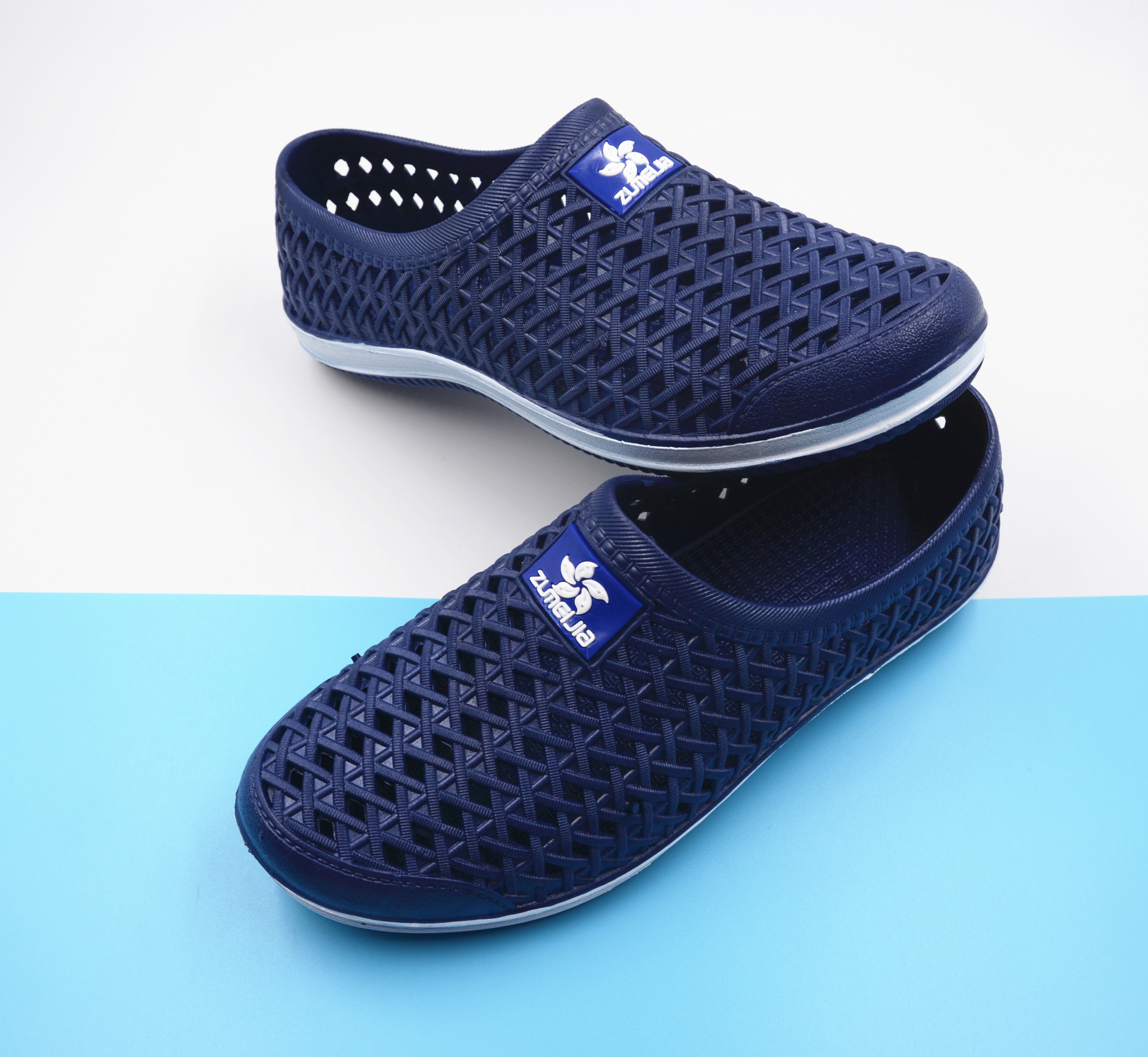 Fashion Outside Hole-in Shoes Summer Slip-proof and Air-permeable Hollow-out Sandals Slippers Men's Beach Trend Soft Bottom Students