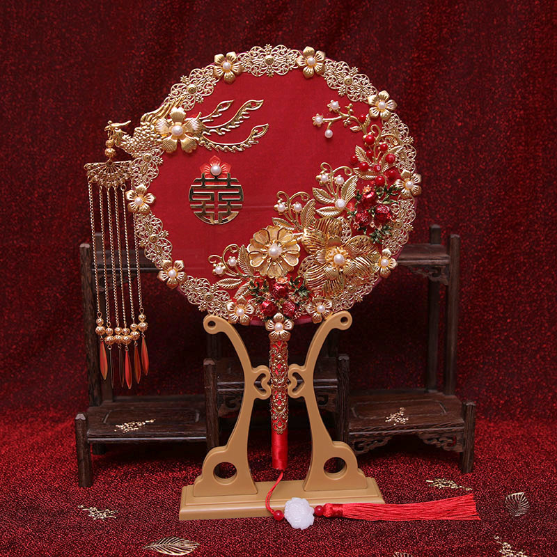 Send honey bride wedding gift Chinese-style show clothes out of the wedding dough fan hand-held flowers hand-made finished magpie fan