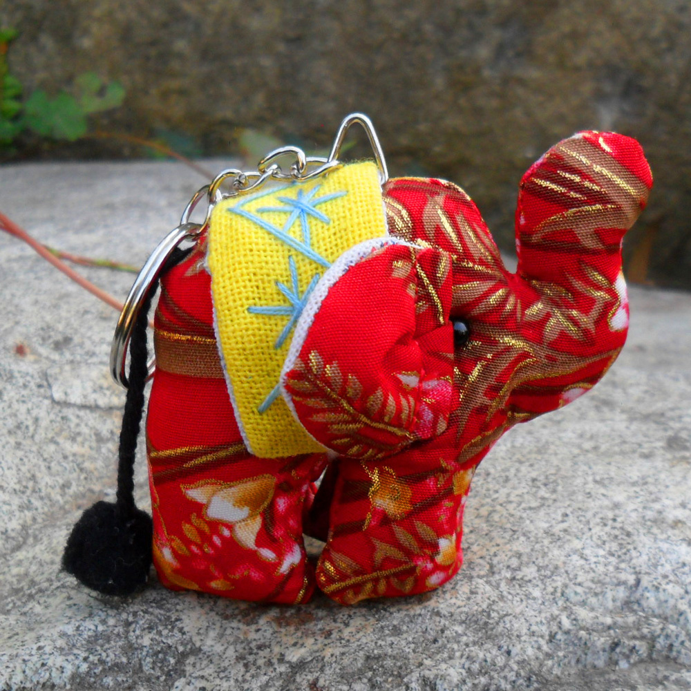 Shimaha Thai hand-woven cloth elephant Keychain ornaments handmade creative gifts promotional key pendant